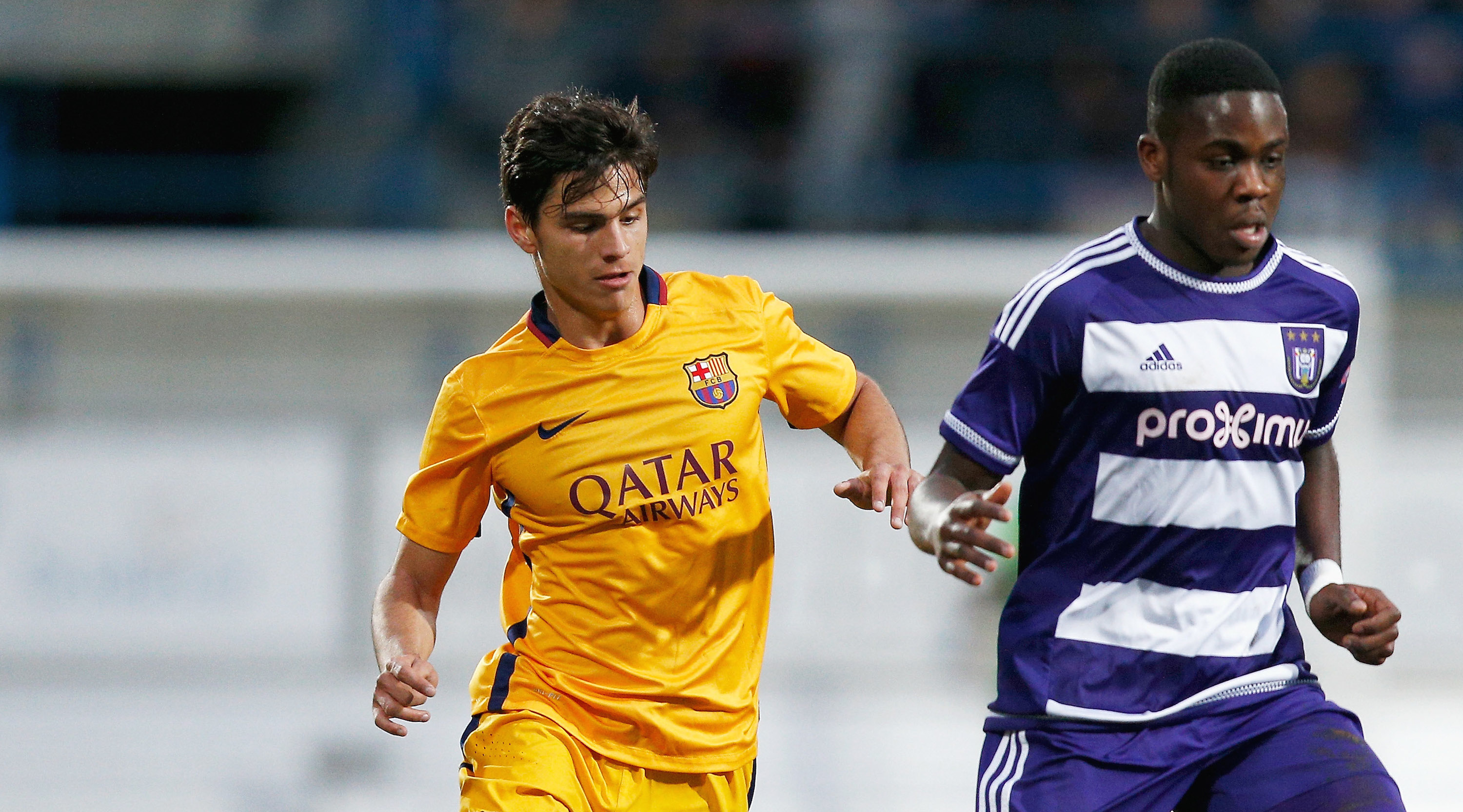 DENDERLEEUW, BELGIUM - MARCH 08: Orel Mangala of Anderlecht battles for the ball with Ferran Sarsanedas Soler of Barcelona during the UEFA Youth League Quarter-final match between Anderlecht and Barcelona held at Van Roy Stadium on March 8, 2016 in Denderleeuw, Belgium. (Photo by Dean Mouhtaropoulos/Getty Images)