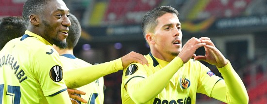 Villarreal's Spanish midfielder Pablo Fornals (R) celebrates after scoring a goal during the UEFA Europa League group G football match between FC Spartak Moscow and Villarreal CF in Moscow on October 4, 2018. (Photo by Mladen ANTONOV / AFP) (Photo credit should read MLADEN ANTONOV/AFP/Getty Images)