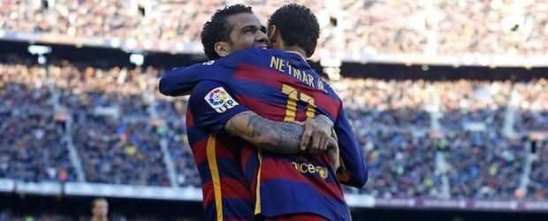 Dani Alves y Neymar celebran el primero de los goles del Barça contra la Real Sociedad.