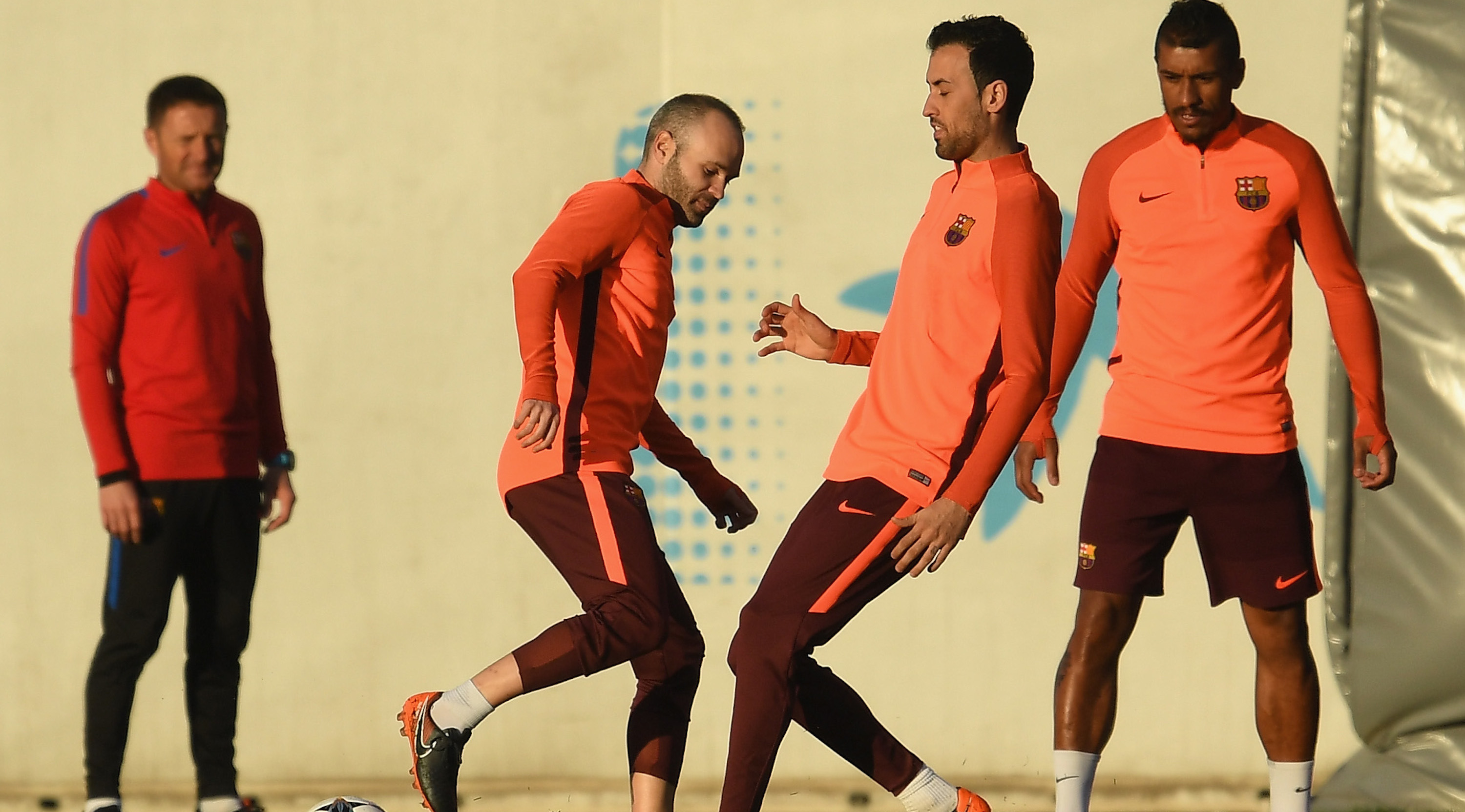 BARCELONA, SPAIN - MARCH 13: Sergio Busquests trains with Andres Iniesta and teammates during a Barcelona training session ahead of their UEFA Champions League Round of 16 match against Chelsea at Nou Camp on March 13, 2018 in Barcelona, Spain. (Photo by David Ramos/Getty Images)
