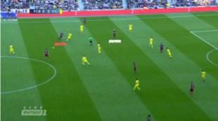 Ejemplo del intercambio de posiciones entre Iniesta (arriba y en blanco) y Neymar (abajo y en rojo) ante el Villarreal.