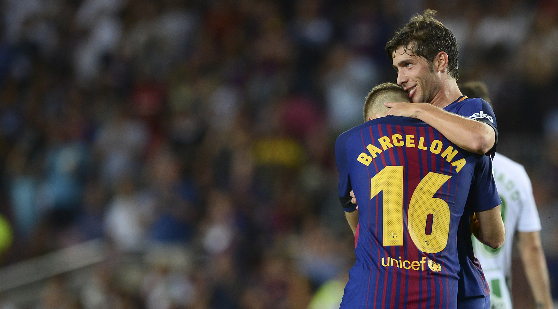 Barcelona's midfielder Sergi Roberto (R) celebrates with Barcelona's forward Gerard Deulofeu after scoring during the Spanish league footbal match FC Barcelona vs Real Betis at the Camp Nou stadium in Barcelona on August 20, 2017. / AFP PHOTO / Josep LAGO (Photo credit should read JOSEP LAGO/AFP/Getty Images)