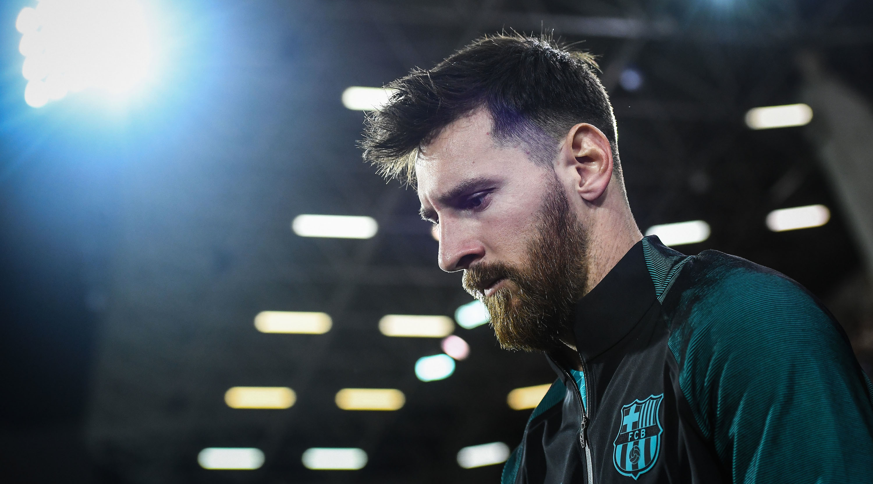 EIBAR, SPAIN - JANUARY 22: Lionel Messi of FC Barcelona walks onto the pitch prior to kick-off during the La Liga match between SD Eibar and FC Barcelona at Ipurua stadium on January 22, 2017 in Eibar, Spain. (Photo by David Ramos/Getty Images)