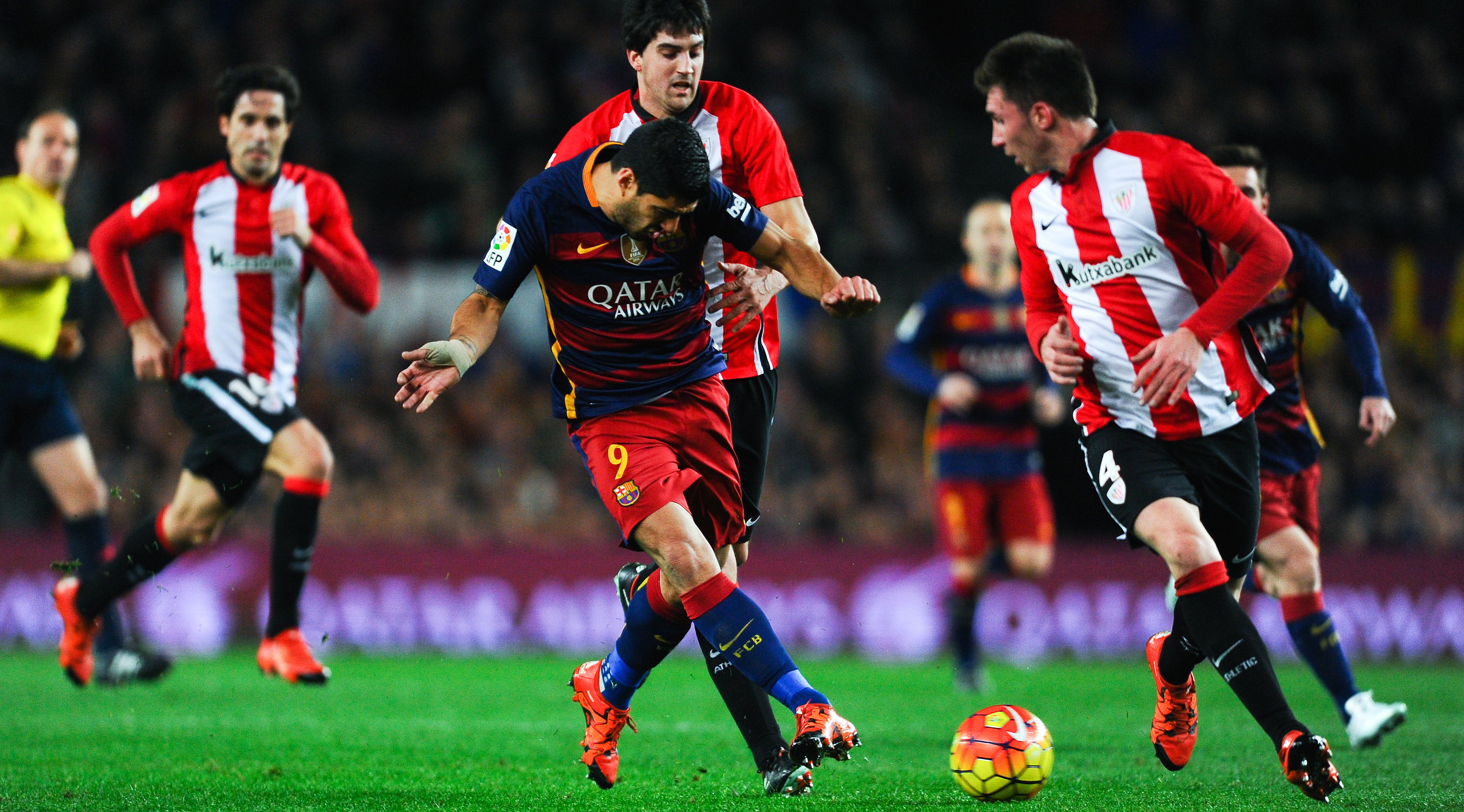 BARCELONA, SPAIN - JANUARY 17: Luis Suarez of FC Barcelona competes for the ball with Aymeric Laporte (R) and Mikel San Jose of Athletic Club during the La Liga match between FC Barcelona and Athletic Club de Bilbao at Camp Nou on January 17, 2016 in Barcelona, Spain. (Photo by David Ramos/Getty Images)