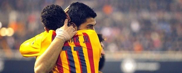 Luis Suárez y Neymar Jr. celebran el gol del Barça en Mestalla.