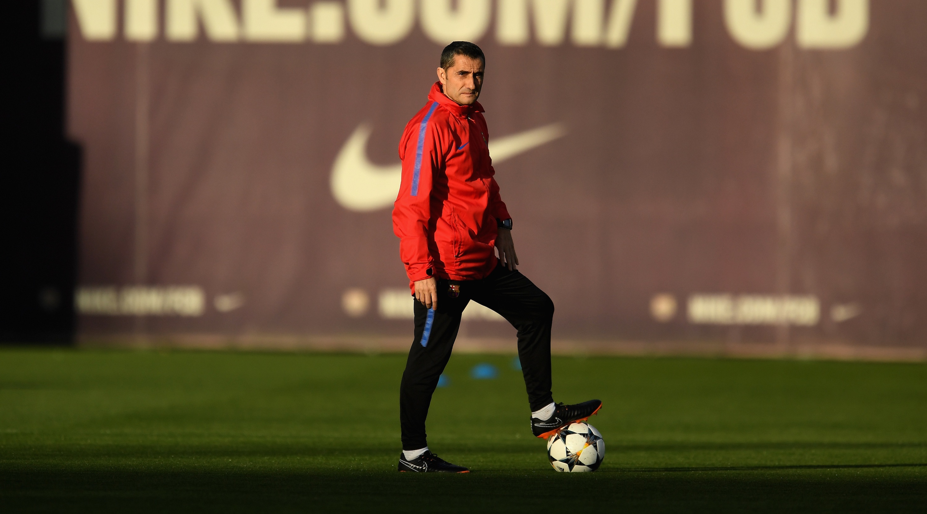 BARCELONA, SPAIN - MARCH 13: Manager of Barcelona, Ernesto Valverde during a Barcelona during a Barcelona training session ahead of their UEFA Champions League Round of 16 match against Chelsea at Nou Camp on March 13, 2018 in Barcelona, Spain. (Photo by David Ramos/Getty Images)