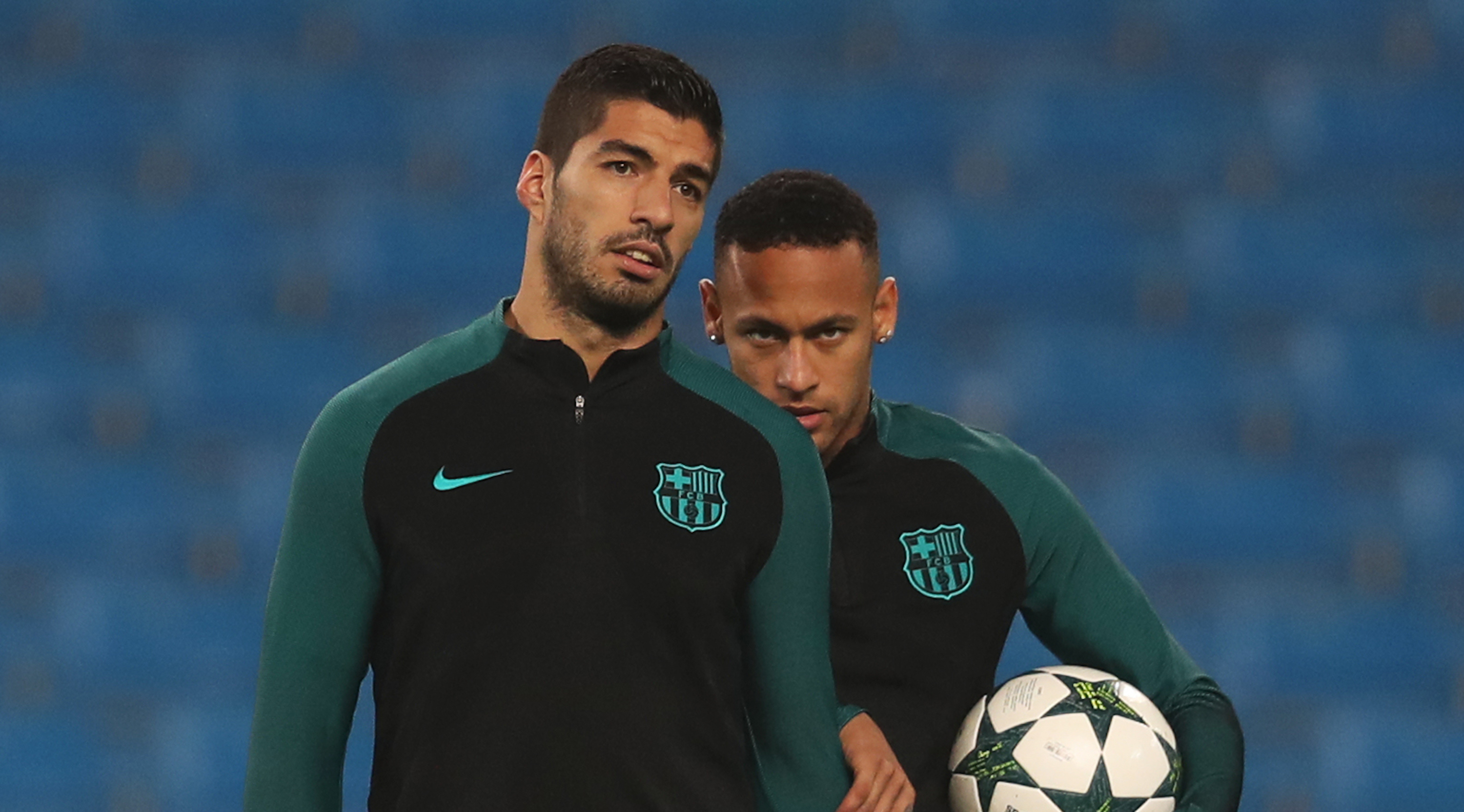 MANCHESTER, ENGLAND - OCTOBER 31: Luis Suarez (L) of Barcelona looks on next to team-mate Neymar during a training session ahead of the UEFA Champions League match between Manchester City and Barcelona at the City Football Academy on October 31, 2016 in Manchester, England. (Photo by Chris Brunskill/Getty Images)