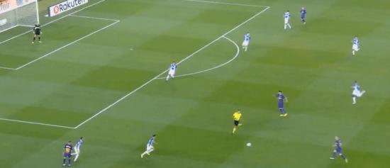 - El espacio que el pase atrás de Jordi Alba regala al interior izquierdo del Barça.-