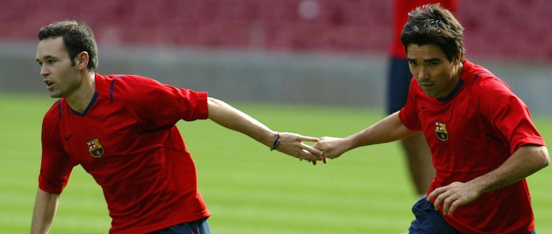 Barcelona, SPAIN: Barcelona Portuguese Deco (R) exercises with teammate Andres Iniesta (L) during a training session at Camp Nou Stadium in Barcelona 23 October 2006. AFP PHOTO/CESAR RANGEL (Photo credit should read CESAR RANGEL/AFP/Getty Images)