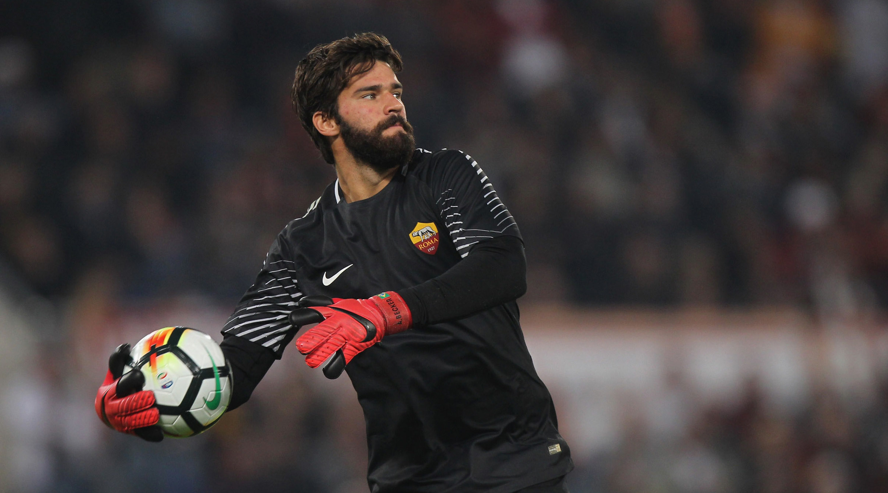 ROME, ITALY - OCTOBER 14: AS Roma goalkeeper Alisson in action during the Serie A match between AS Roma and SSC Napoli at Stadio Olimpico on October 14, 2017 in Rome, Italy. (Photo by Paolo Bruno/Getty Images)