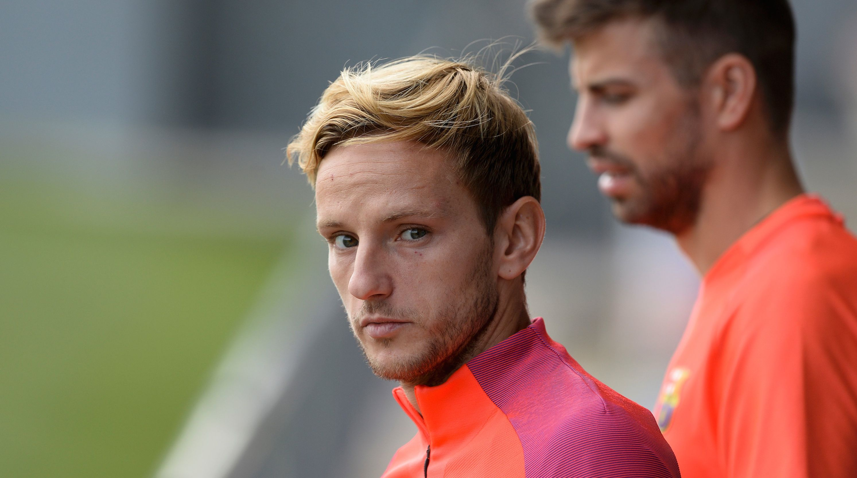 Barcelona's Croatian midfielder Ivan Rakitic (L) arrives before a training session at the Sports Center FC Barcelona Joan Gamper in Sant Joan Despi, near Barcelona on September 20, 2016. / AFP / JOSEP LAGO (Photo credit should read JOSEP LAGO/AFP/Getty Images)