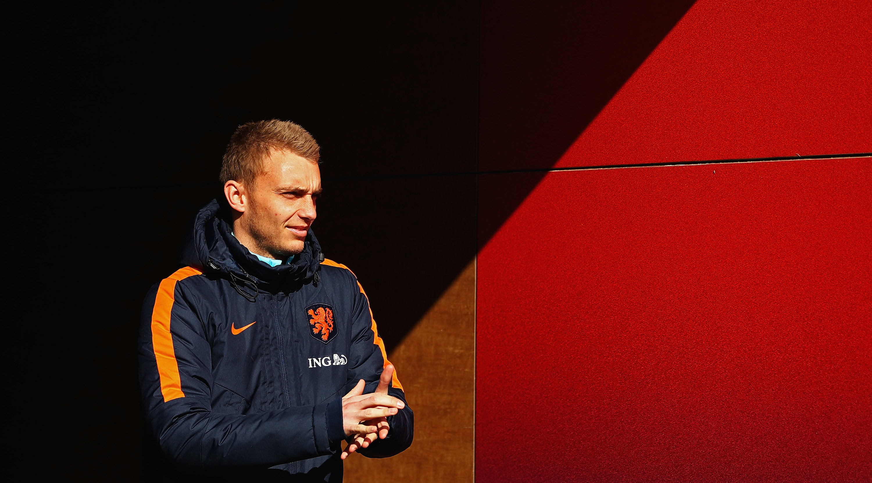 ZEIST, NETHERLANDS - MARCH 20: Goalkeeper, Jasper Cillessen of the Netherlands walks out the players tunnel during the Netherlands Training session held at KNVB Sportcentrum on March 20, 2018 in Zeist, Netherlands. The Netherlands will play England in a International Friendly match on March 23 in the Amsterdam ArenA. (Photo by Dean Mouhtaropoulos/Getty Images)