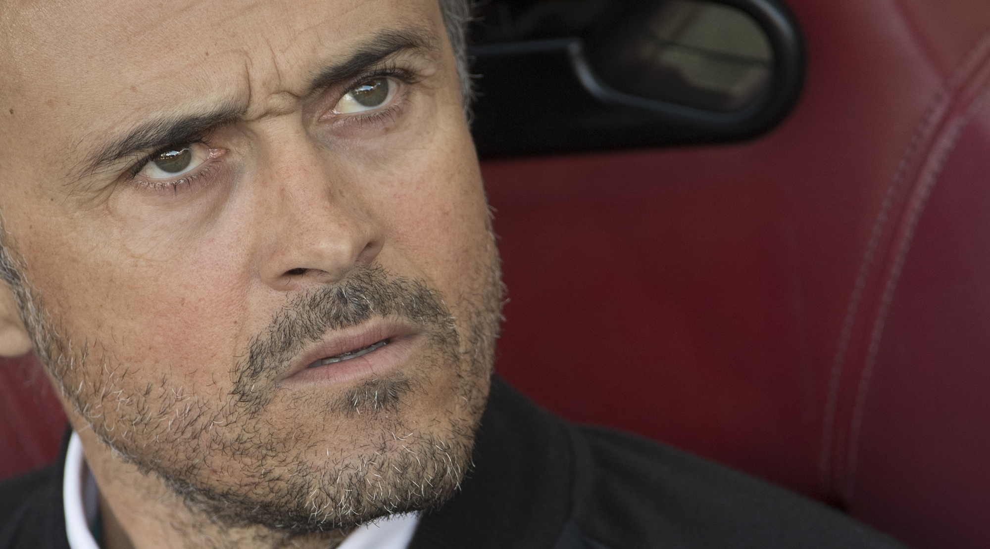 Barcelona's coach Luis Enrique looks on during the Spanish league football match Club Atletico de Madrid vs FC Barcelona at the Vicente Calderon stadium in Madrid on February 26, 2017. / AFP / CURTO DE LA TORRE (Photo credit should read CURTO DE LA TORRE/AFP/Getty Images)