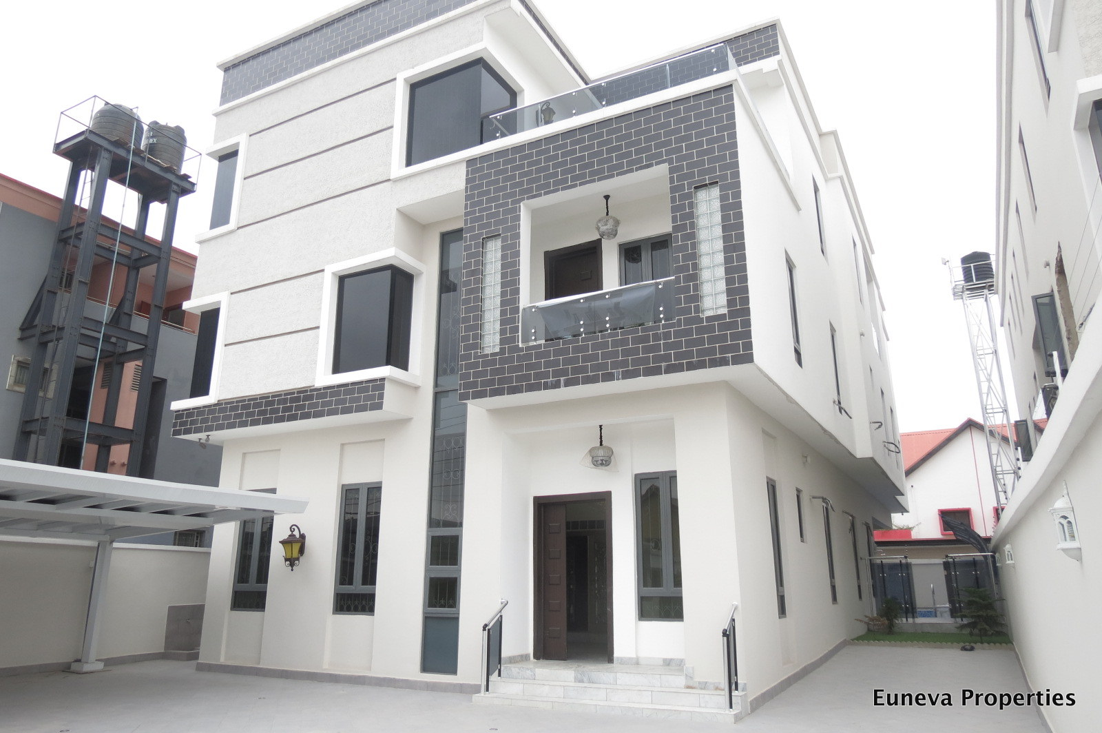 Brand new and Luxuriously finished 7 bedroom Detached House