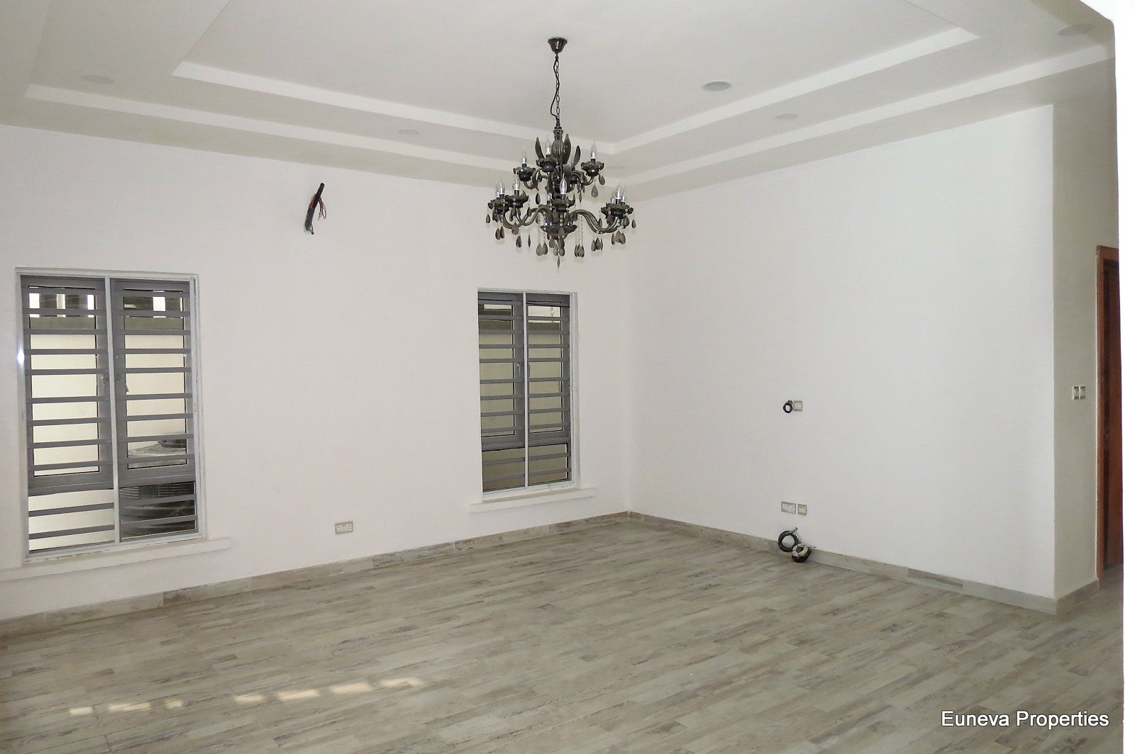 Well Built 5 Bedroom Fully Detached Duplex in Osapa London