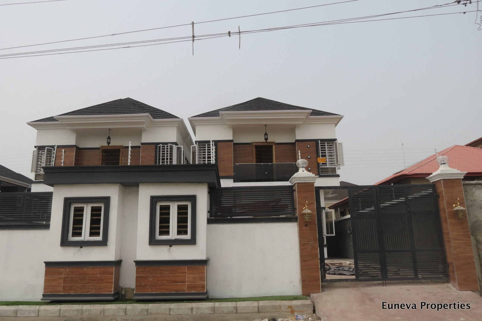 Beautifully Finished 5 bedroom Detached House in behind Circle Mall Shoprite