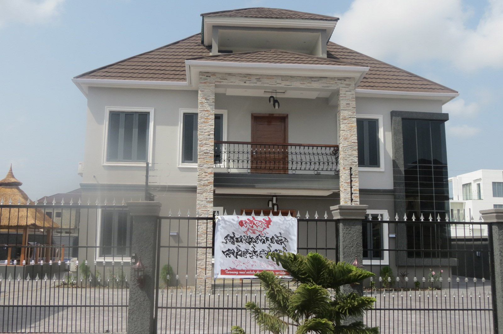 Magnificently Built 5 bedroom Detached House Swimming Pool in Secured Estate by Circle Mall Shoprite