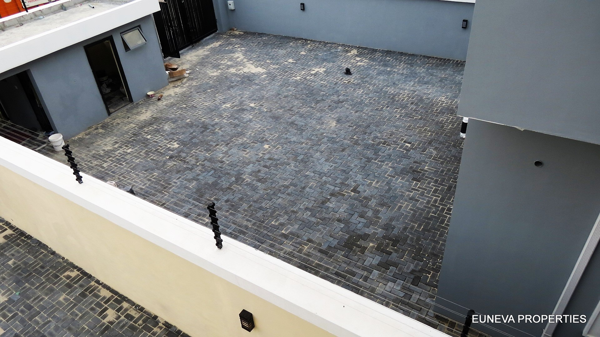 Well Finished 5 Bedroom Detached House with good fittings in Lekki Phase 1