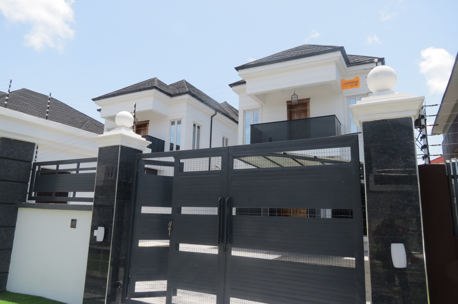 Lovely 5 Bedroom Detached House in Chevron in a Gate Estate