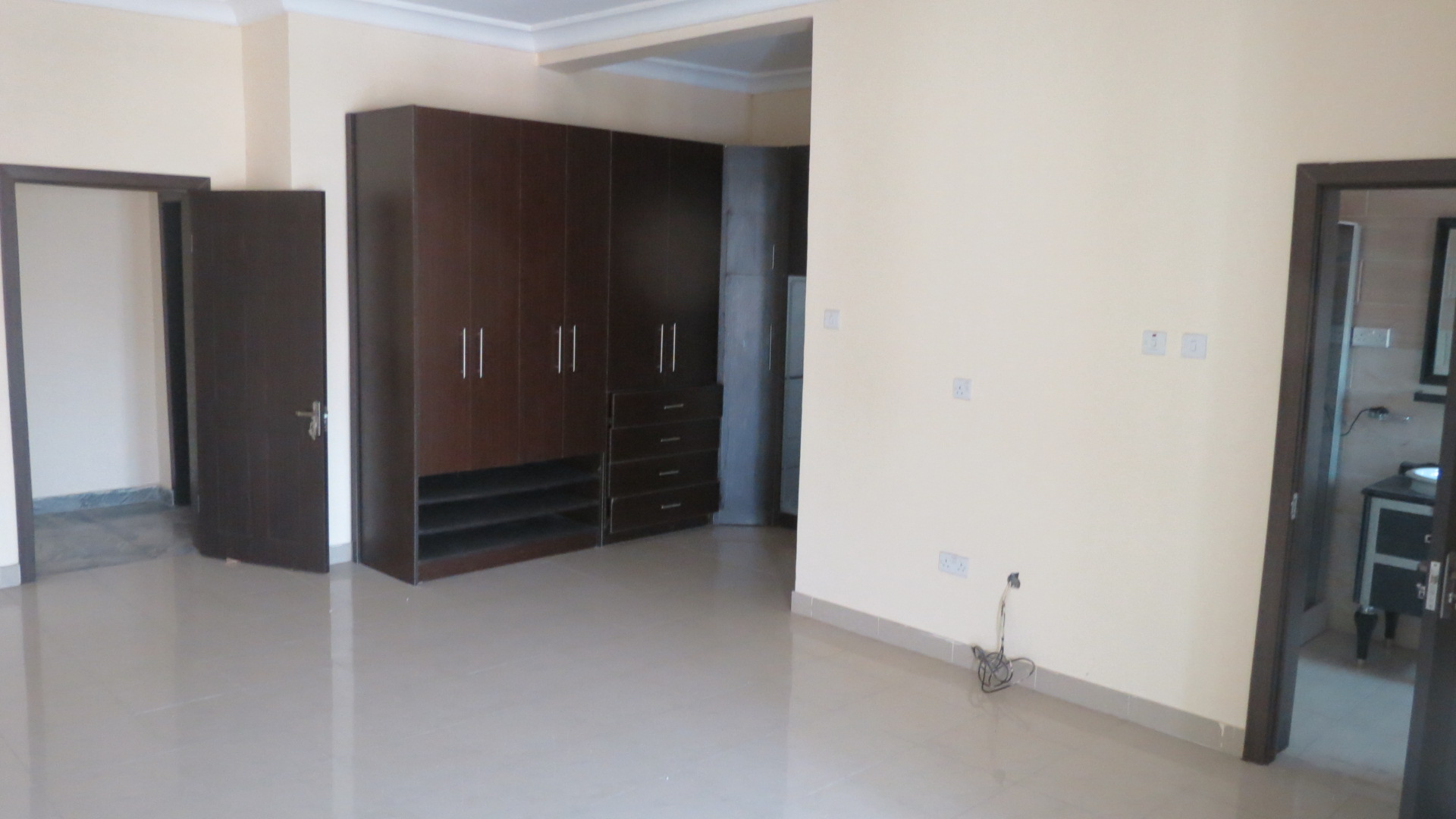 Very Spacious 3 Bedroom Penthouse in Solomon's Court Off Banana island Road