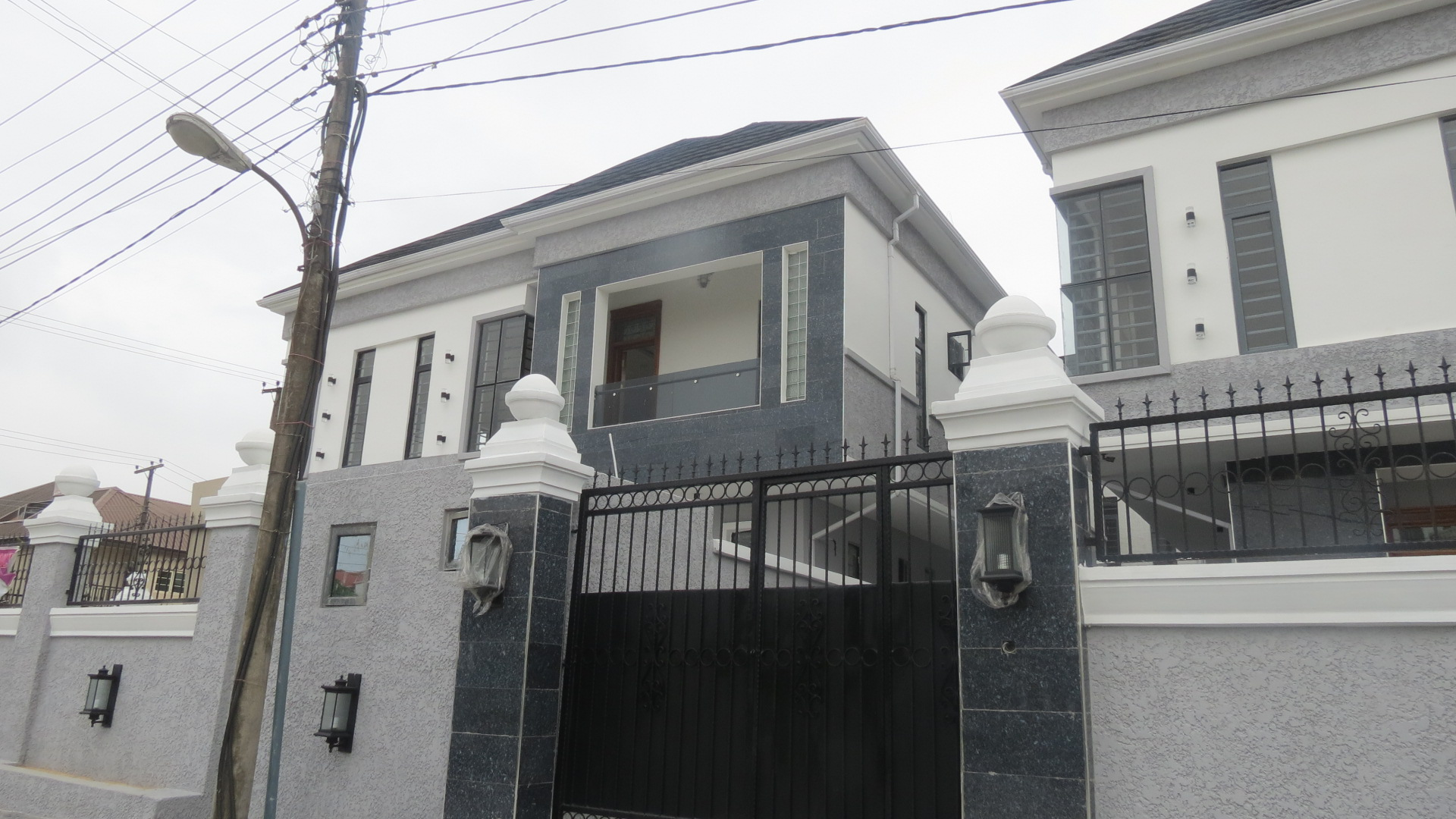 Lovely Spacious 5 bedroom fully detached in Lekki phase 1
