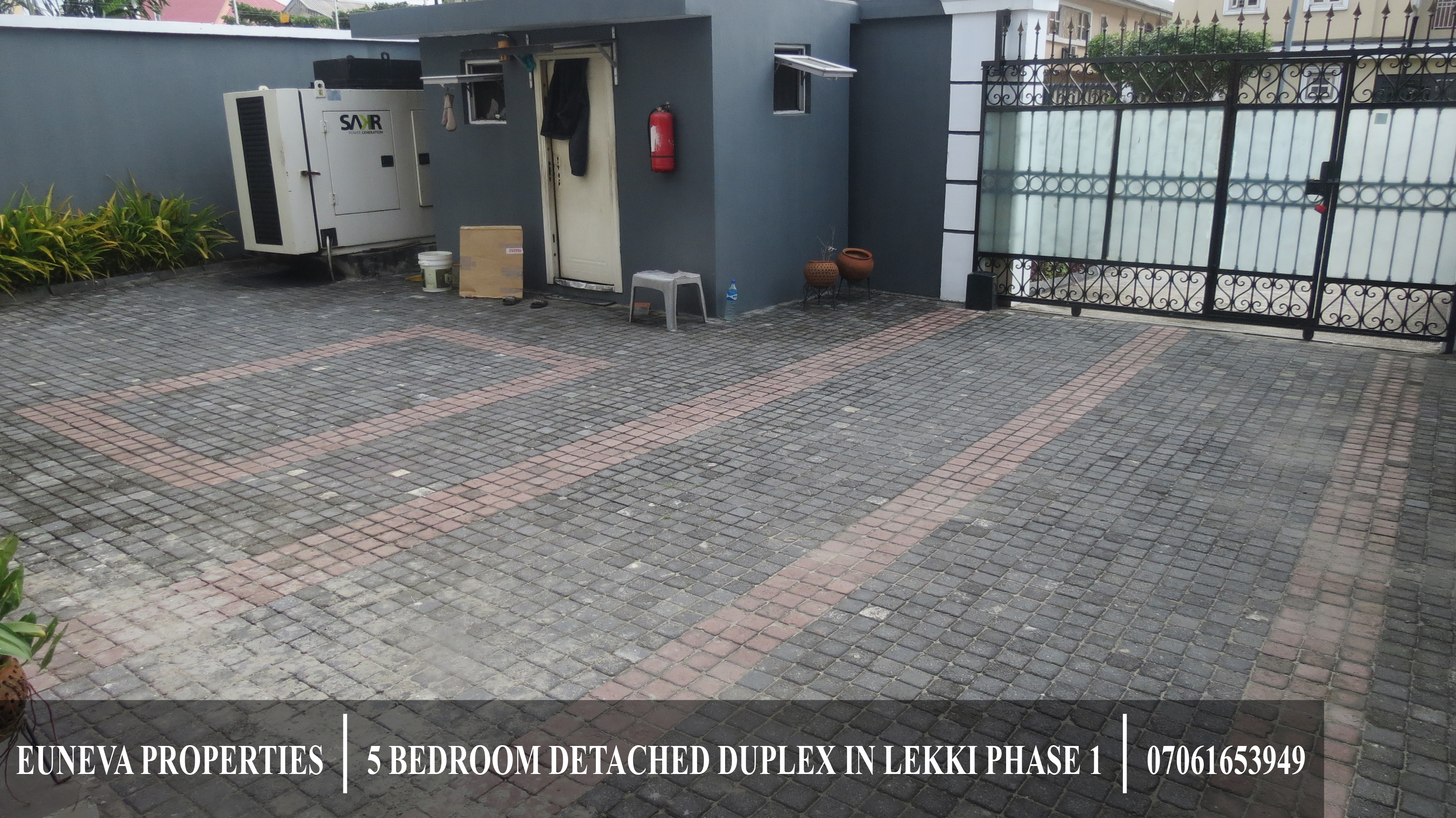 Neatly Renovated 5 Bedroom Detached House for Sale in Lekki Phase 1 on 473sqm with 33kva Generator