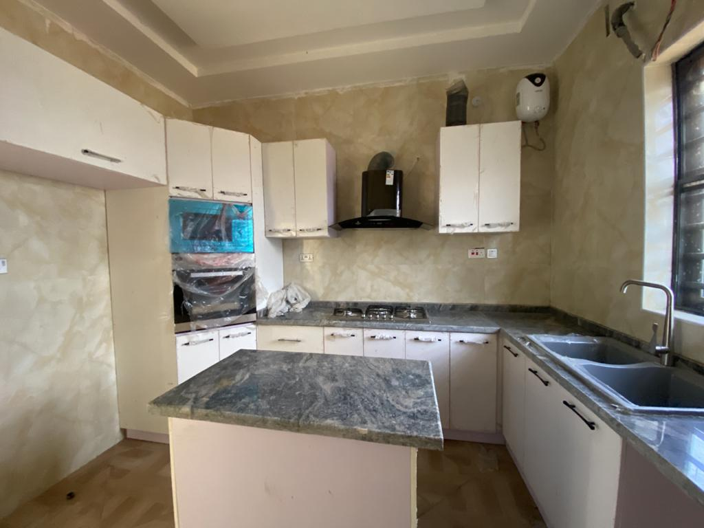 4 Bedroom Terrace Detached House in a Secured Estate with 24hrs Light and Security