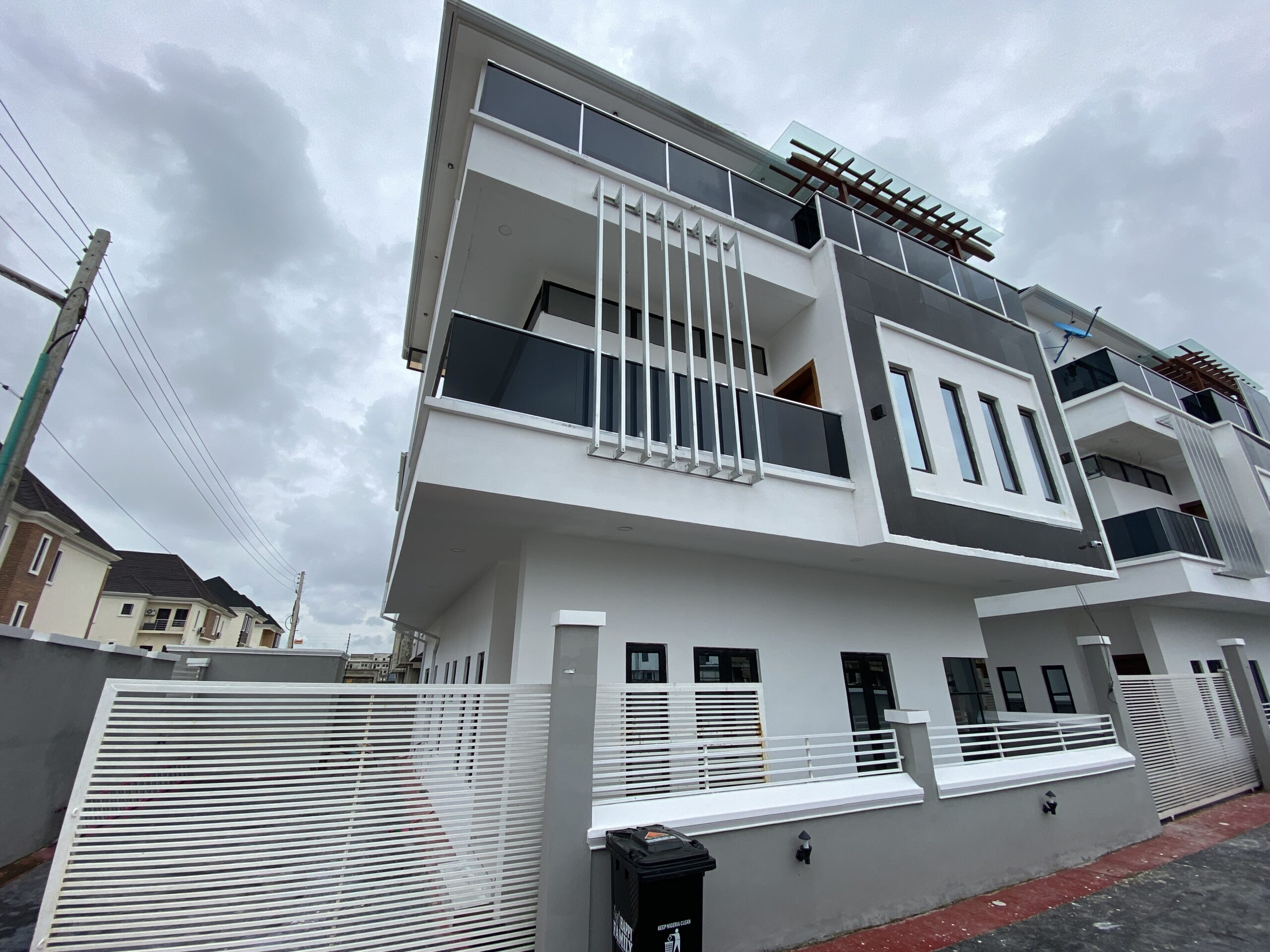 Luxury built 5 Bedroom Detached house for sale at ikate