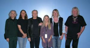 Yes on their latest tour... From left, Steve Howe, Jon Davison (vocalist), Alan White, sister Carol, Geoff Downes (keyboards) and Chris Squire. I already saw them once but I would have loved to have a photo with them. Lucky Carol!