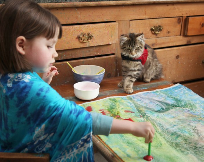 自閉症の少女と猫