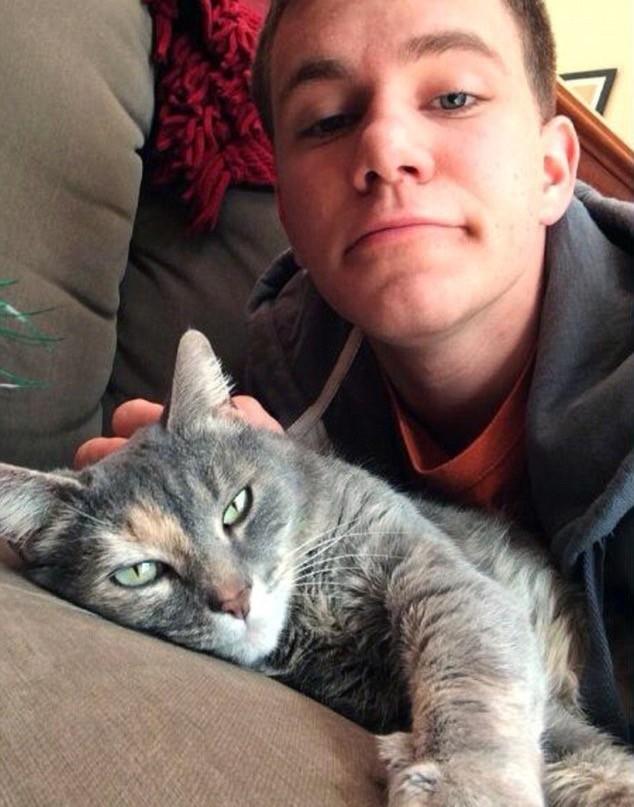 すてきな男性と猫