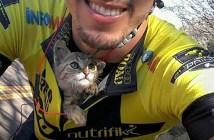 サイクリング中に保護された子猫