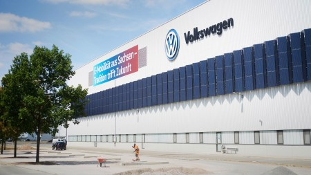 On the way toward modern, completely CO2-free e-car production at the Volkswagen plant in Zwickau.
