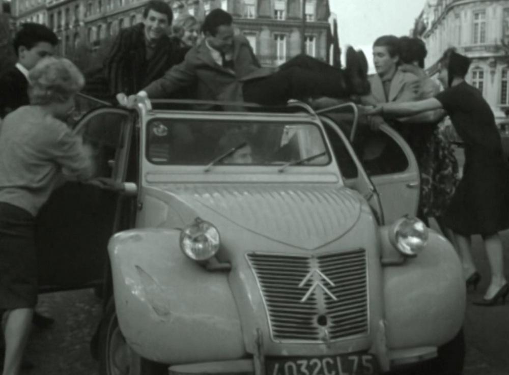 CITROEN_ORIGINS_ARCHIVES_INA_27_dans_une 2CV_en_1959