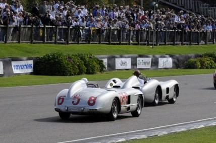 "Juan Manuel Fangio II. (W 196 R Stromlinie), Stirling Moss (300 SLR, W 196 S ""658""), Mercedes-Benz Classic, Goodwood Revival 2011 Juan Manuel Fangio II. (W 196 R streamliner), Stirling Moss (300 SLR, W 196 S ""658""), Mercedes-Benz Classic, Goodwood Revival 2011"