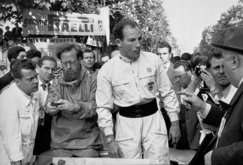 Mille Miglia 1955 in Italien vom 30. April bis 1. Mai 1955: Stirling Moss gewinnt das legendäre Straßenrennen mit seinem Beifahrer Denis Jenkinson auf Mercedes-Benz Rennsportwagen 300 SLR (W 196 S) in der besten je erzielten Zeit. Mille Miglia 1955 in Italy from 30 April to 1 May 1955: Stirling Moss won the legendary road race with his co-driver Denis Jenkinson in a Mercedes-Benz racing sports car 300 SLR (W 196 S) in the best ever time achieved.
