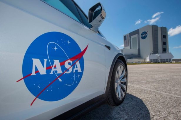 tesla-model-x-spacex-kennedy-space-center-launch-passenger-door-view-991x661