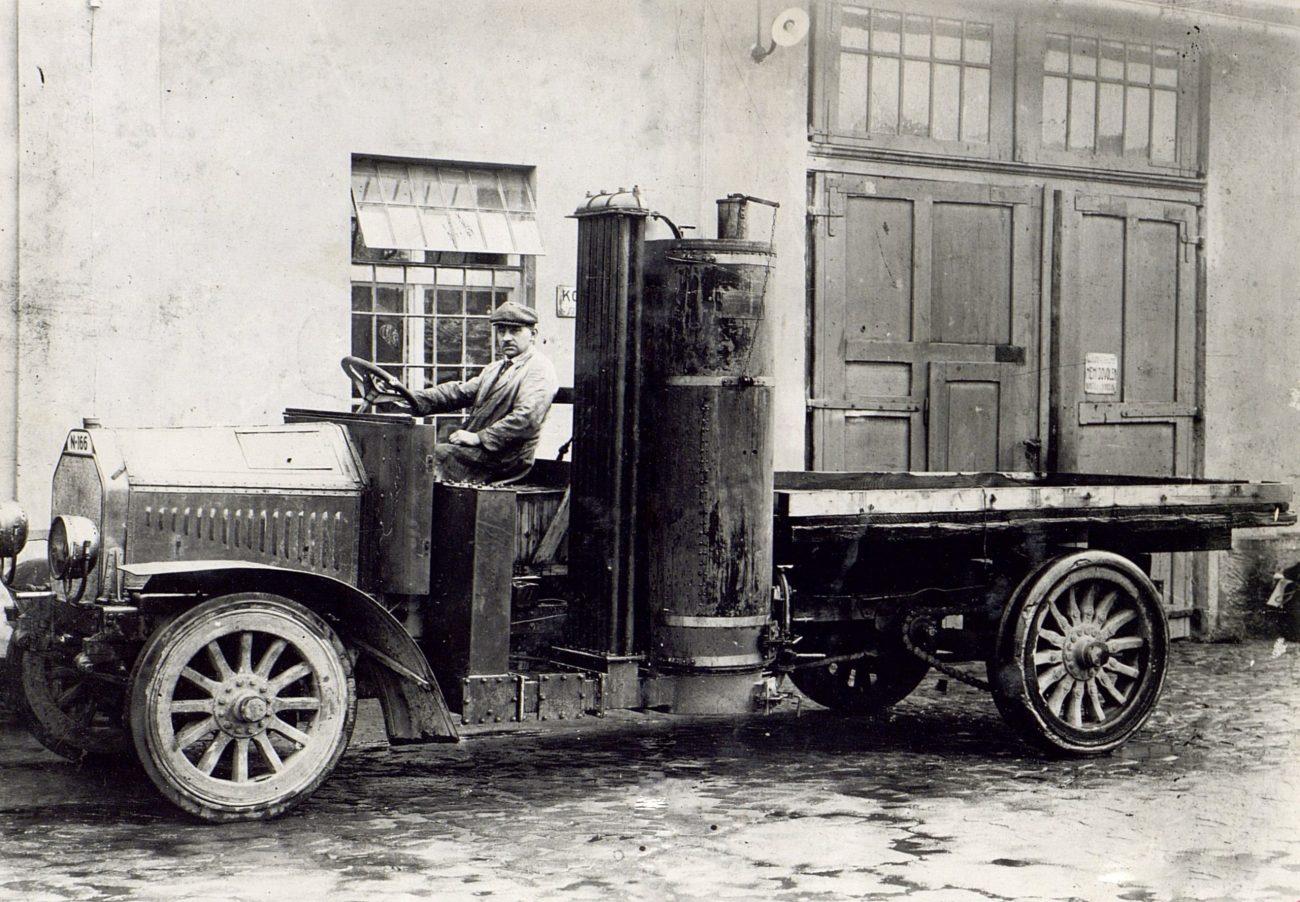 1919_L&K_woodgas_truck