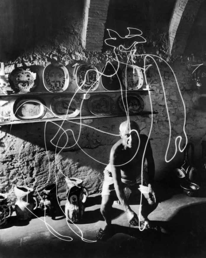 """Picasso drawing with light"" (1949) Gjon Mili. (c) LIFE"
