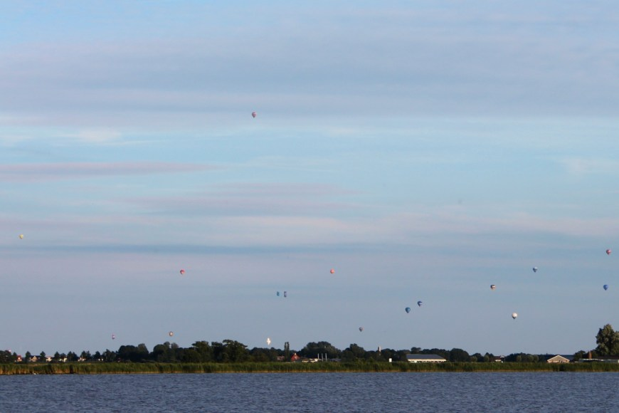 Well over a dozen montgolfieres on the horizon