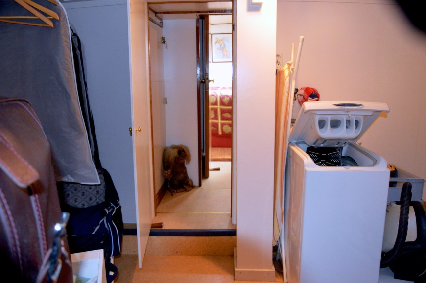 Looking to the rear of Neo Vita's vooronder into the bathroom