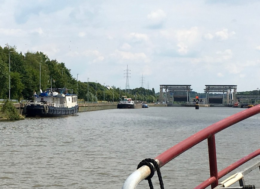 The two giant Merelbeke locks. We moored just in front of the blue tourist boat to the left.