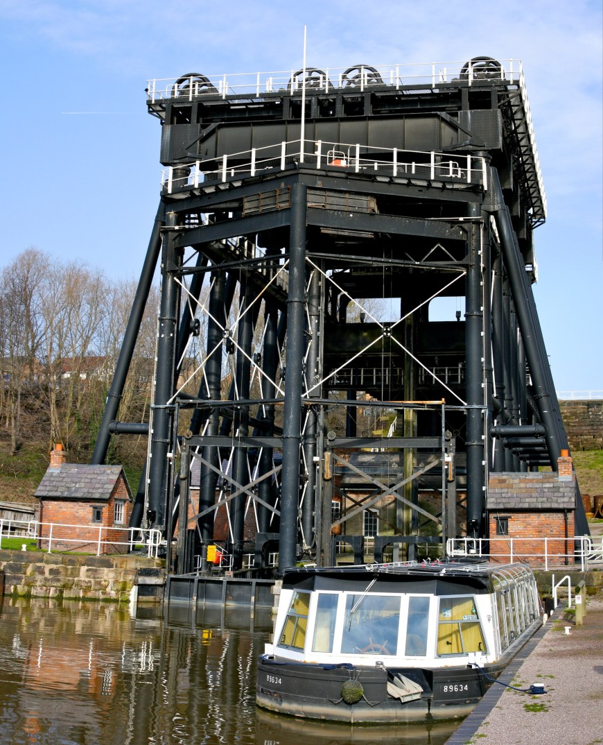 Anderton Boat Lift in the UK on which the Belgian ascenceurs were modelled.