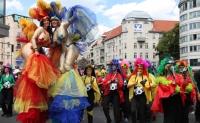 Музыка и костюмы на улицах Берлина