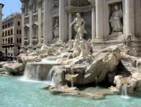 Гордость Рима фонтан Треви закрыт на реставрацию