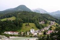 Стеклянная лестница над бездной в горах Австрии бросает вызов туристам