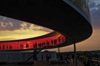 Рекордное число посетителей привлекает радужная комната в музее Арос в Дании