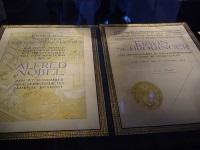 Нобелевскую премию по физике получили бельгиец и британец