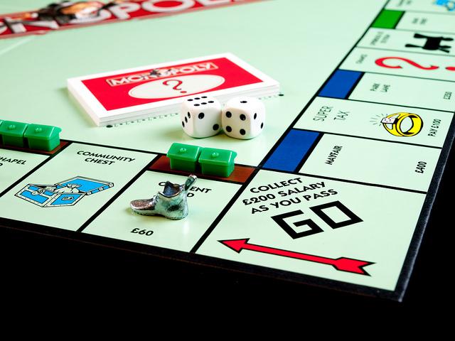 Кому достанется «Монополия» с настоящими деньгами?