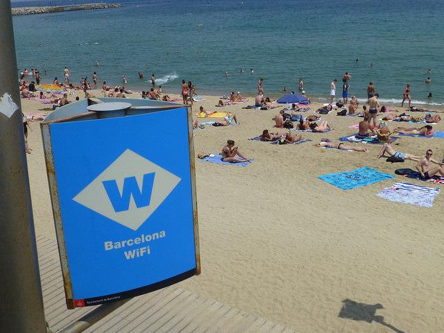 На всех пляжах Барселоны появится бесплатный Wi-Fi
